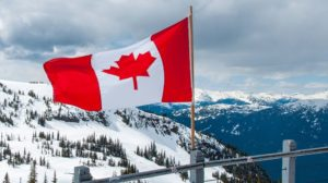 working-holiday-canada-flag-mountains